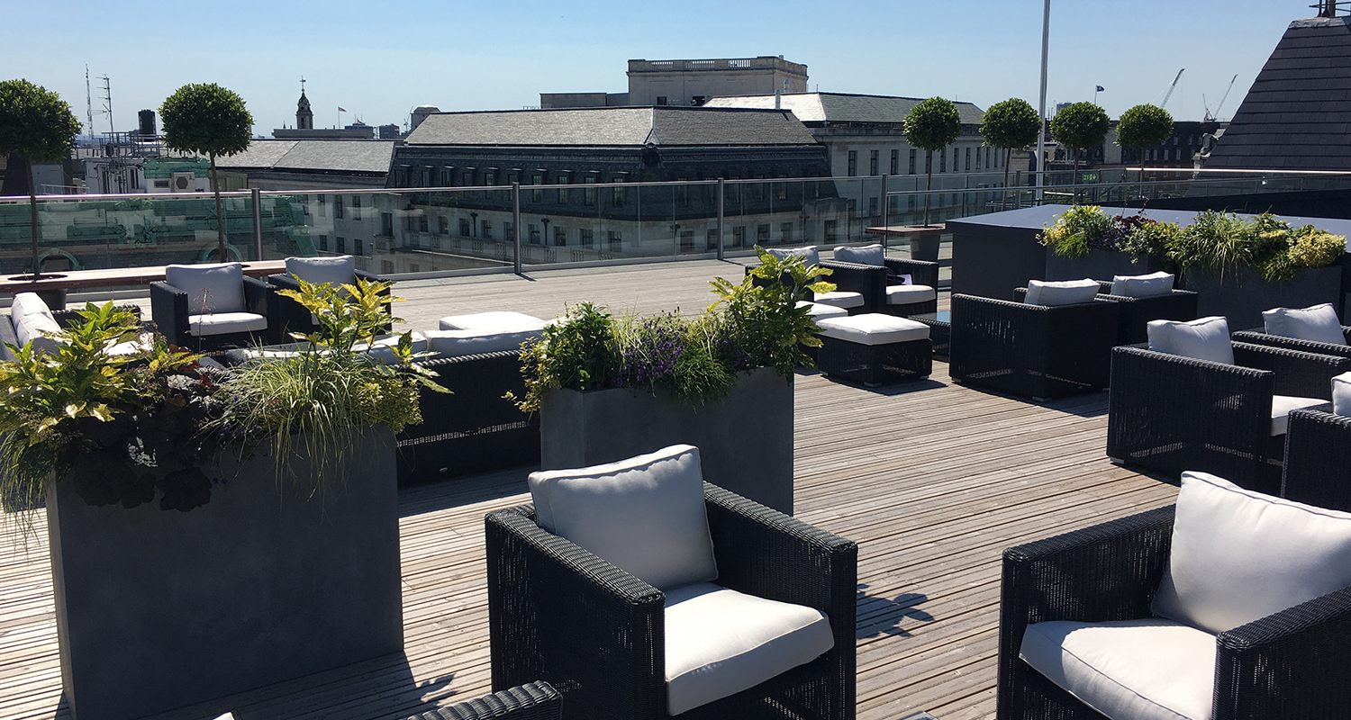 Roof terraces aldwych house for Terrace of the house